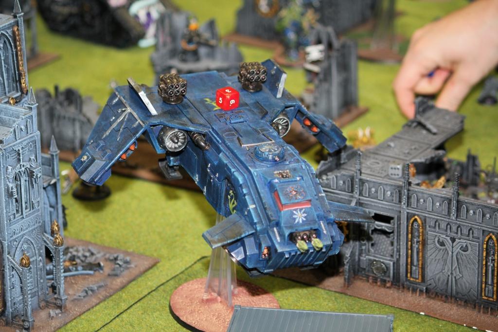 Ein Night Lords Flieger im Angriffsflug bei der dritten Apokalypse-Schlacht.